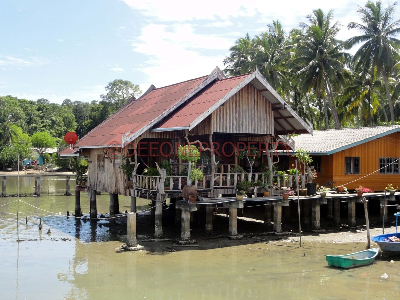 3 Bedroom House on stilts for rent – Bang Bao, Koh Chang