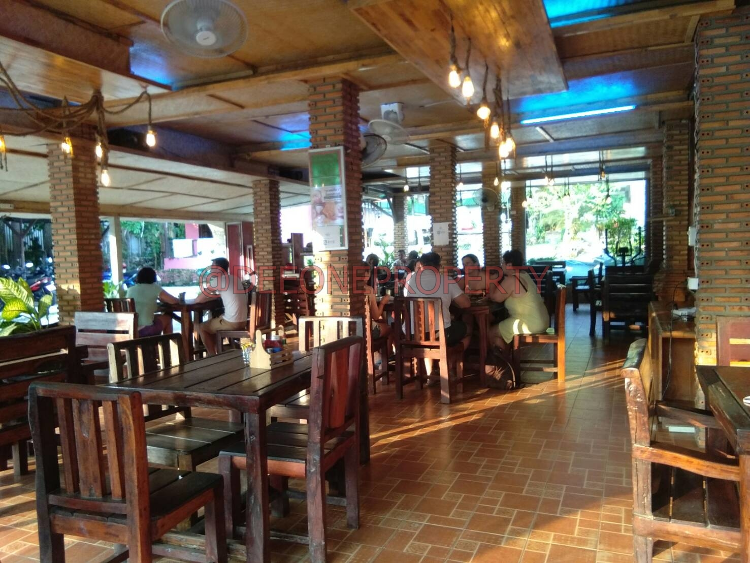 Restaurant Fully Furnished in Center for Rent – White Sand Beach, Koh Chang