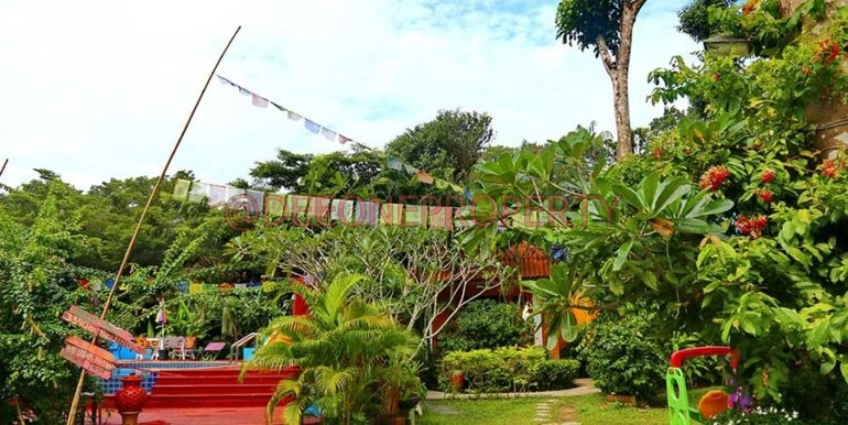 resort-pool-garden-koh-chang-thailand