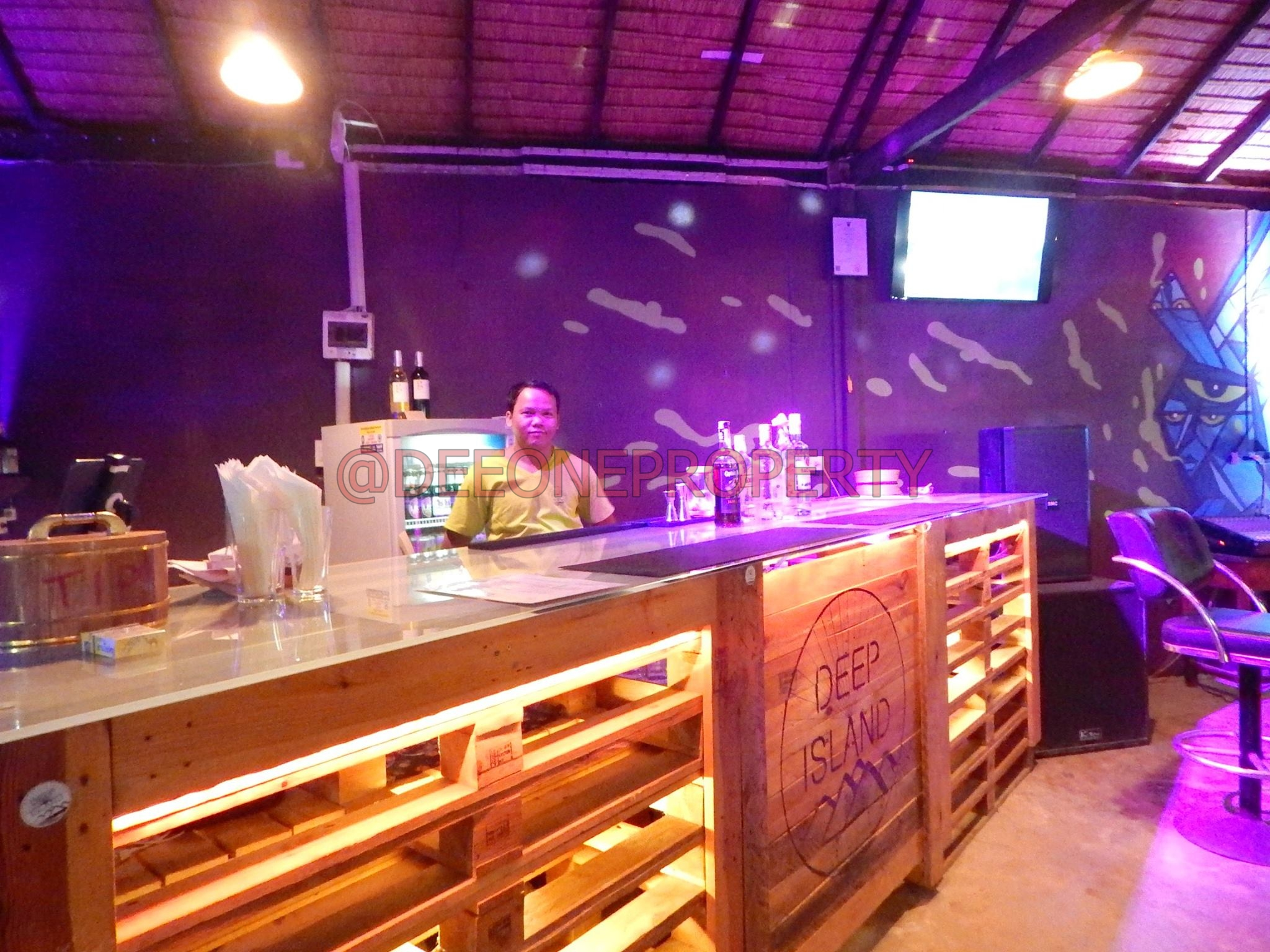 Renowned Bar in Central Plaza for Sale – Kai Bae, Koh Chang