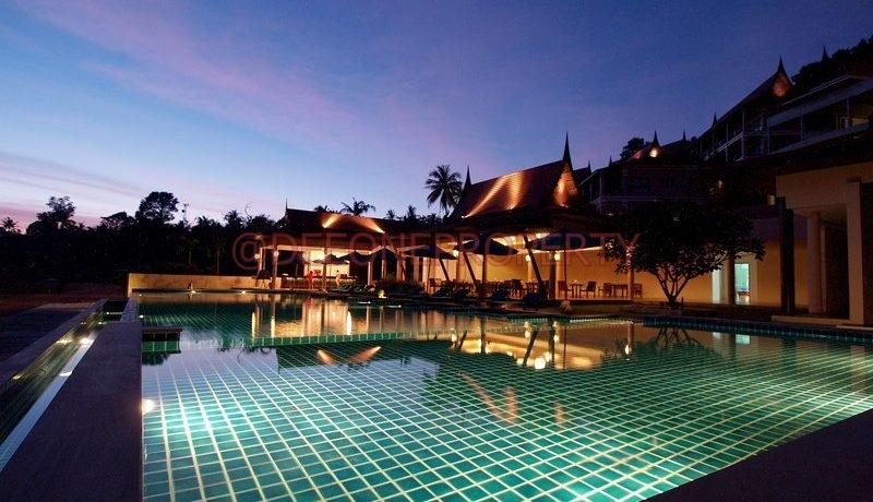 swimming_pool_at night