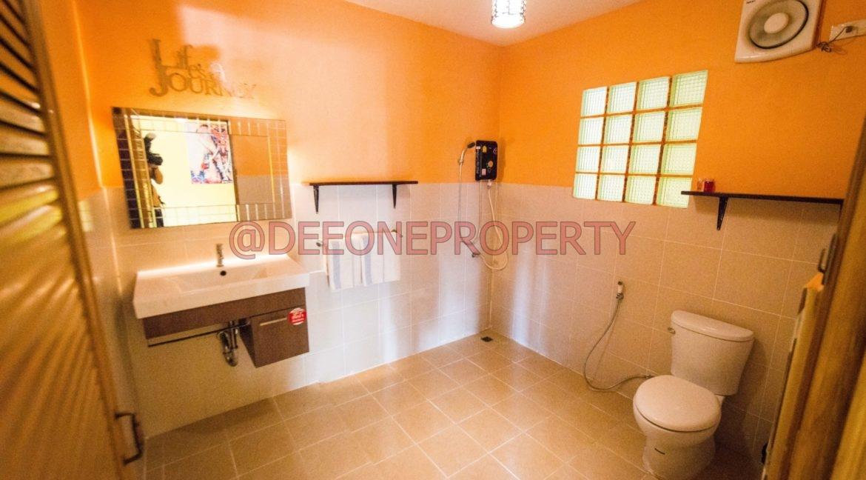 Apartment_toilet
